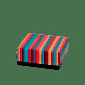 caja de cartón decorada